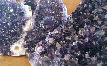 Les pierres : Les bienfaits cachés derrière les couleurs et les paillettes
