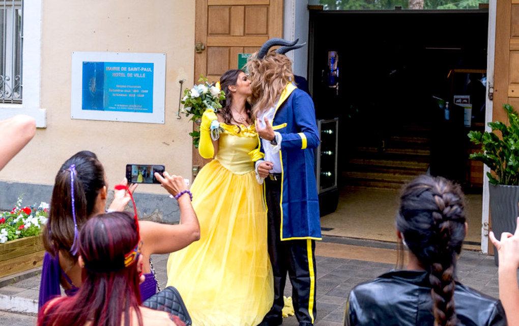 Insolite : La Belle et la Bête se sont dit «oui» à l'hôtel de ville de St-Paul