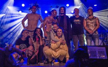 Dans RooTS, un groupe déjanté revisite les chants créoles